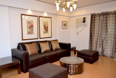 Elizabeth Place 3BR Rent Condo furnished in Salcedo Village Makati