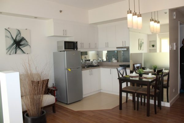 THE GRAND MIDORI: Greenbelt MAKATI STUDIO type CONDO for RENT,fully furnished with balcony renovated