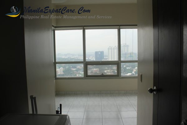 residences-fire-sale-3-bedrooms-with-big-balcony-facing-greenbelt-14-600x400