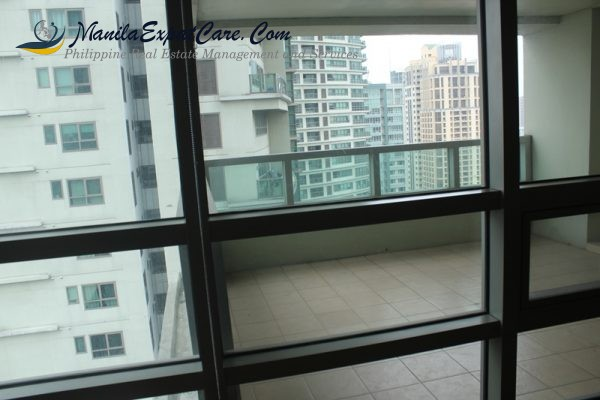 residences-fire-sale-3-bedrooms-with-big-balcony-facing-greenbelt-5-600x400