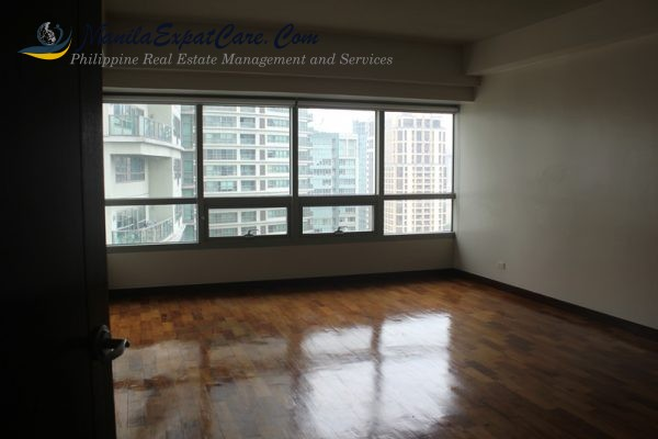 residences-fire-sale-3-bedrooms-with-big-balcony-facing-greenbelt-9-600x400