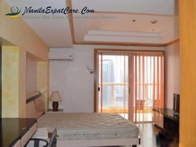 Penthouse in Elizabeth Place 3 bedrooms condo for rent Makati