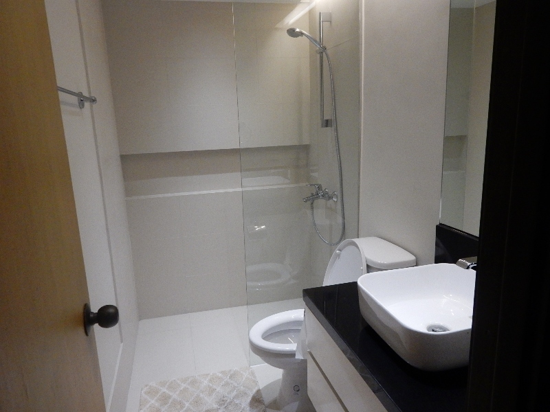 2 bedroom Condominiums for rent in Legaspi Village fully furnished