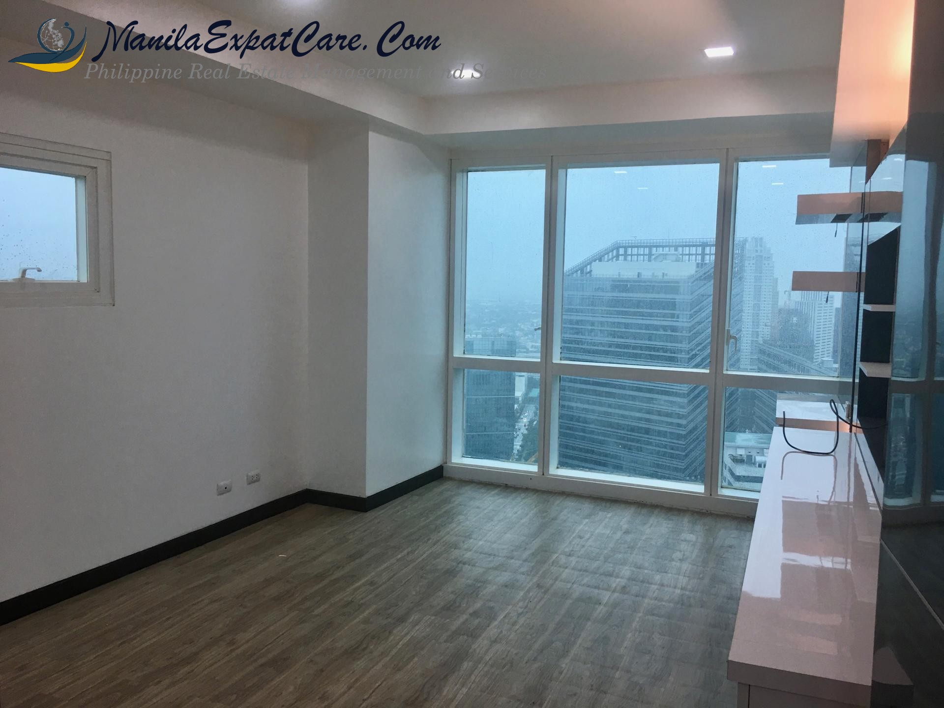 3 Bedrooms for Sale in 8 Forbestown Road, BGC facing Golf course view