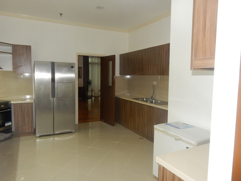 greenbelt-4-bedrooms-condo-for-rent-with-balcony-modern-furnitures-12