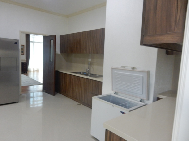 greenbelt-4-bedrooms-condo-for-rent-with-balcony-modern-furnitures-13