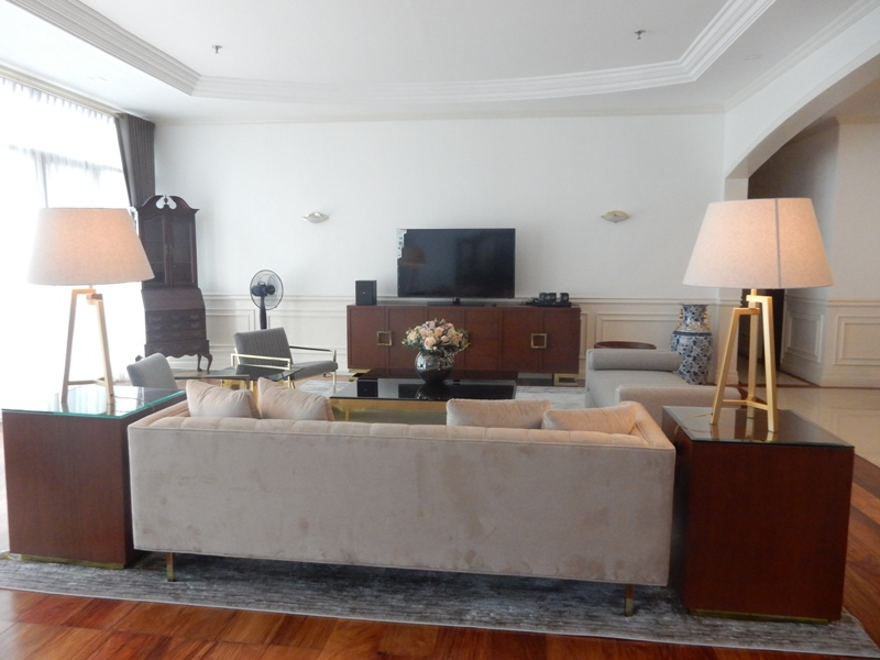 greenbelt-4-bedrooms-condo-for-rent-with-balcony-modern-furnitures-4