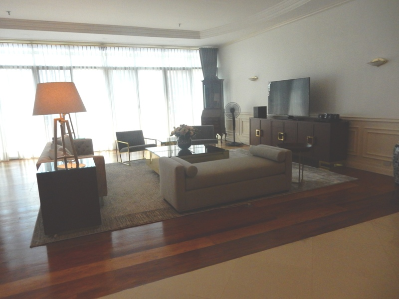 greenbelt-4-bedrooms-condo-for-rent-with-balcony-modern-furnitures-6