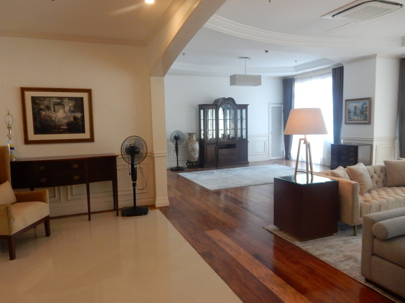 greenbelt-4-bedrooms-condo-for-rent-with-balcony-modern-furnitures-8