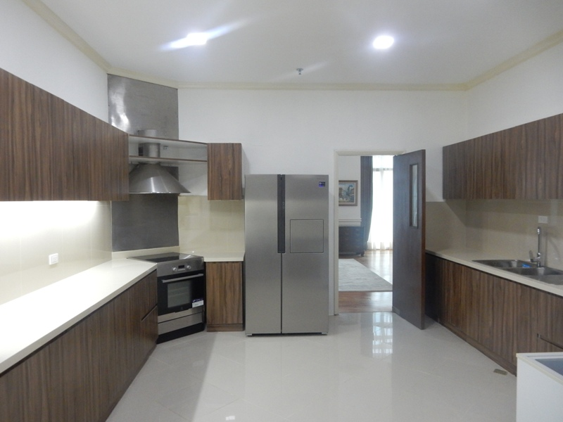 greenbelt-4-bedrooms-condo-for-rent-with-balcony-modern-furnitures-9