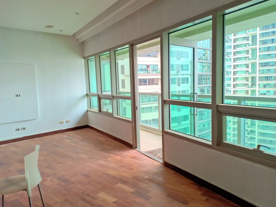 FOR SALE THE RESIDENCES AT GREENBELT (TRAG) 3BR Corner unit in Makati City