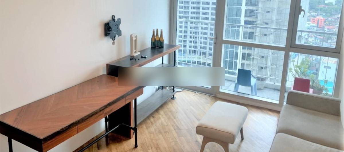 Property for sale in Rockwell Center upgraded One Bedroom