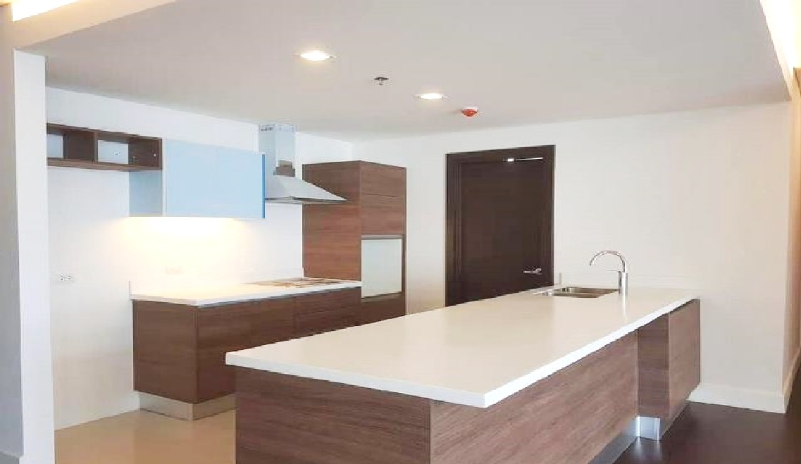 Garden Tower 2 Bedrooms condo for rent near mall, Makati